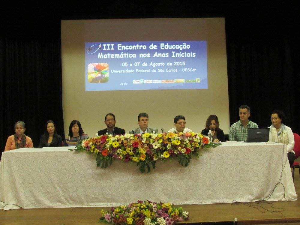 Formação Compartilhada de Professores que ensinam Matemática na Educação Básica.